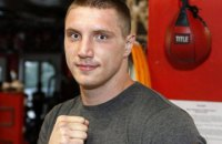 Украинский супертяжеловес Сиренко эффектно отправил в нокаут соперника в первом раунде и завоевал титул