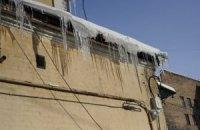 Власти Киева занялись снегом и сосульками на крышах