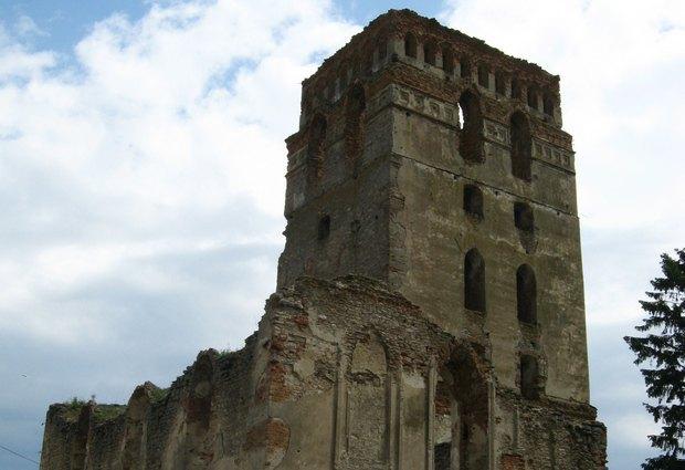 Здвиженська церква із оборонною баштою у Старокостянтинові. XVI ст.