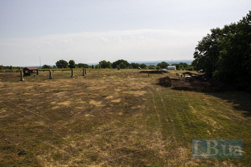 Місце розкопок на горі біля Котельви.