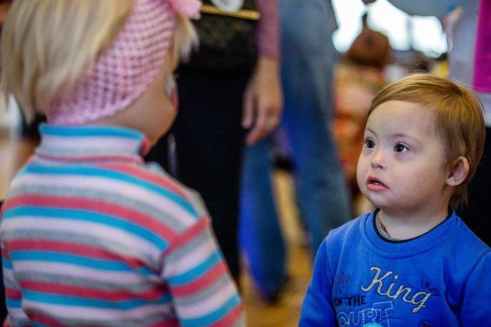 Під час акціїї *Сонце круглий рік*, спрямованої на привернення уваги до проблем адаптаціїї дітей із синдромом Дауна