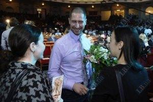 Плавець Силантьєв, який балотується в Раду, заробив за рік 17 тис. грн