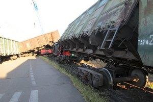 В порту Николаева перевернулись локомотив и 4 вагона грузового поезда