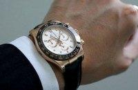 """Кабмін домовився закупити 320 наручних годинників з гравіюванням """"Від прем'єр-міністра""""на 482,4 тис. грн"""