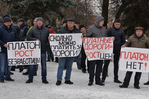 У Санкт-Петербурзі далекобійники, які протестують, перекрили платну магістраль