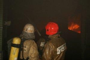 В Киеве горел склад сантехники и мебели