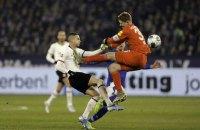 В Бундеслиге голкипер жесточайшим фолом отправил соперника в лазарет