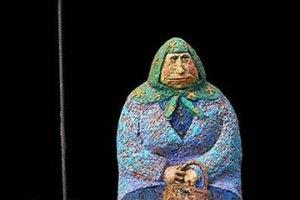 """В центре Киева появилась скульптура """"Бабушка классическая"""""""