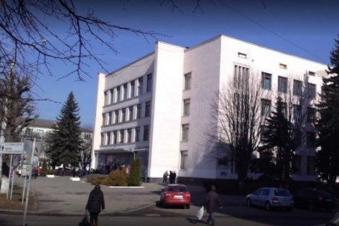 В Луцке наблюдатель от партии выпрыгнул из окна избирательного участка