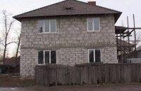 В Киеве неизвестный выстрелил в недостроенный дом из гранатомета