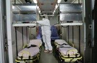 Двох пасажирів з Китаю з ГРВІ госпіталізували в Києві
