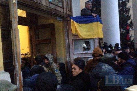 Иностранные послы осудили штурм Октябрьского дворца
