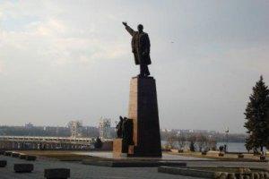 В Запорожье милиция не дала снести памятник Ленину у ДнепроГЭС