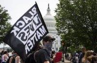 В городах США прошли многотысячные акции против полицейского насилия и расизма