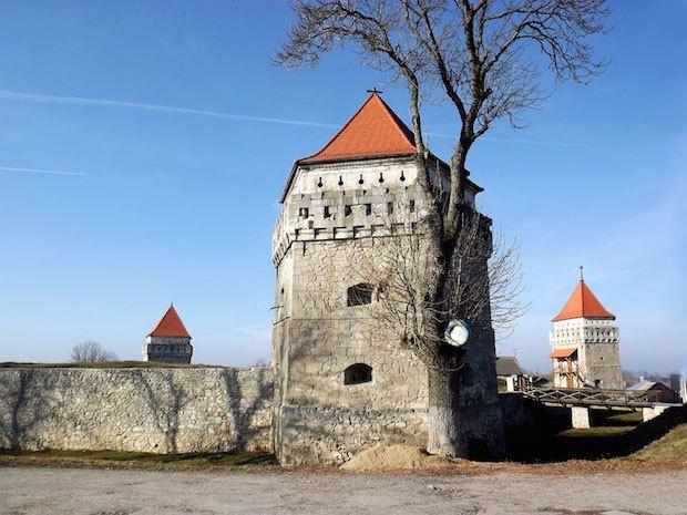 Замок-корабель у містечку Скалат на Тернопільщині