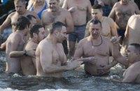 На Водохрещу Кличко з мерами понад 30-ти міст скупався в Дніпрі