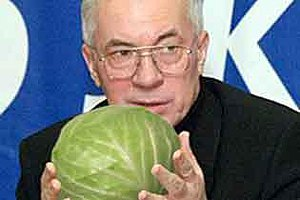 Азаров думает дать льготы продавцам овощей на оптовых рынках