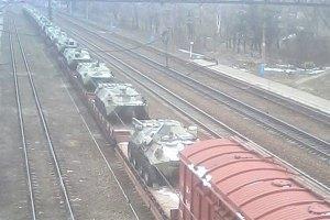 Україна передислоковує військову техніку до кордону з Росією