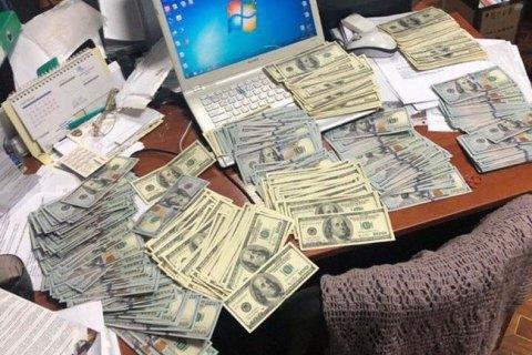 Радницю голови столичної РДА спіймали на хабарі у 650 тис. грн