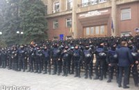 Николаевский облсовет взяли под охрану полтысячи силовиков, но часть противников Савченко прорвалась на заседание (обновлено)