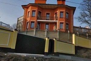 Азаров выставил на продажу особняк в центре Киева