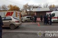 В Харкові авто вилетіло на зупинку громадського транспорту, є постраждалі