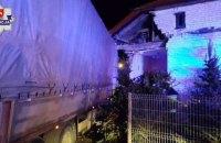 В Польше украинец уснул за рулем грузовика и врезался в жилой дом