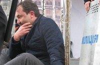 Волынского губернатора приковали наручниками на сцене Евромайдана и требуют увольнения