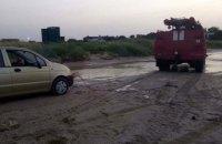На пляже Азовского моря из-за непогоды в песке увязли 20 автомобилей