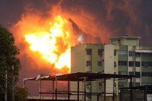 В Венесуэле загорелся НПЗ из-за удара молнии