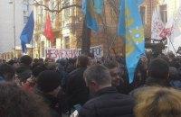 Під АП близько 300 осіб мітингують за відставку Шокіна