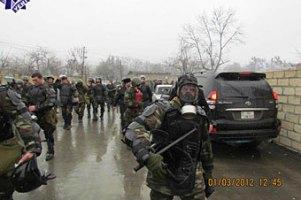На подавление беспорядков в азербайджанском городе бросили бронетехнику
