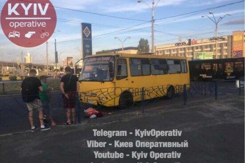 В Киеве маршрутка сбила насмерть женщину на пешеходном переходе