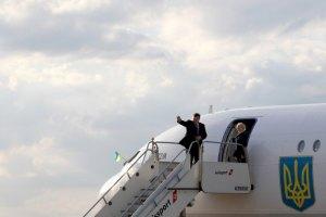 Янукович і Клюєв прилетіли в Дніпропетровськ