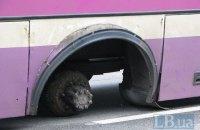 У Києві в автобуса відпало колесо