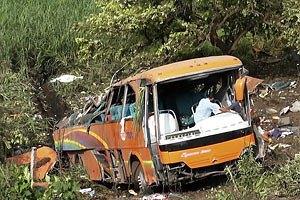 В Перу автобус с 43 пассажирами рухнул в пропасть