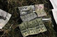 У Львові патрульного затримали під час отримання $1200 хабара за повернення водійських прав