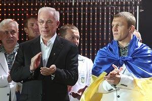 Азаров пожелал украинским олимпийцам достойно представить страну