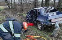 На Хмельниччині автомобіль злетів у кювет, загинув 25-річний водій