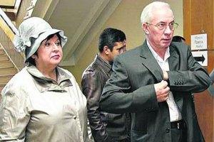 Азаров с женой улетел в Будапешт