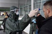 """Пассажирка эвакуационного самолета с подозрением на COVID-19 пыталась покинуть """"Борисполь"""" без госпитализации"""