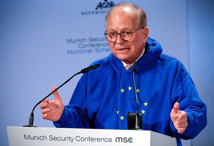 Вольфганг Ишингер выступает с речью во время открытия Мюнхенской конференции по безопасности, 15 февраля 2019