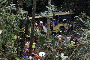 В Малайзии автобус свалился в пропасть: 32 жертвы