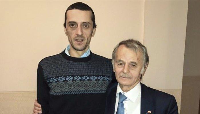 Мустафа Джемилев со своим сыном Хайсером