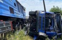 Пасажирський потяг зіштовхнувся з фурою на Закарпатті, постраждали пасажири (оновлено)