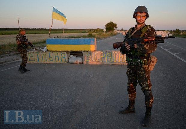 Бойцы на блокпосте возле Луганска