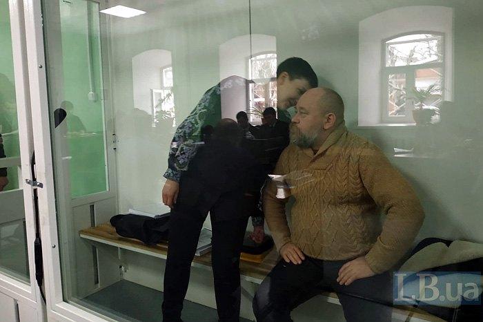 Надежда Савченко и Владимир Рубан на заседании суда в Чернигове