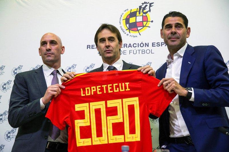 Слева на право: Луис Рубиалес, Хулен Лопетеги и Фернандо Йерро