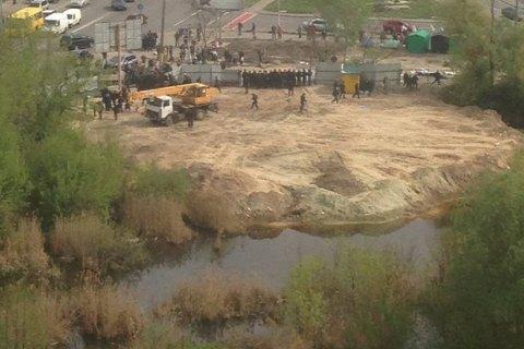 Дарницький суд стягнув з громадських активістів близько 196 тис. гривень за знесений паркан