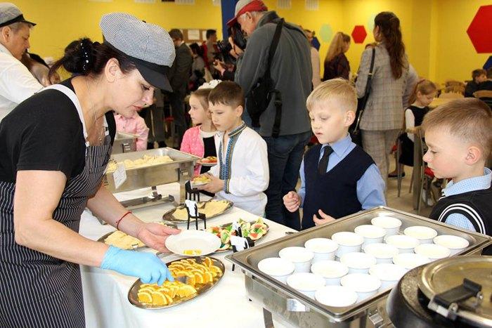 Мультипрофільне харчування за принципом «шведського столу» в їдальні школи №88 Печерського району в Києві
